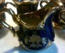 Чайные чашки и сливочник