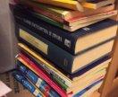 Гигантская стопка книг по праву
