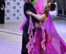 Яркое платье для бальных танцев