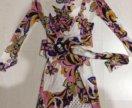 Модное яркое платье по фигуре