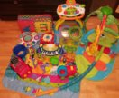 Развивающие игрушки, ходунки, детские коврики.