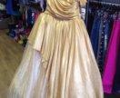 Золотое пышное платье