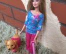 Барби выгуливает собачку