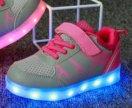 Светящиеся кроссовки для девочки с подзарядкой