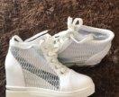 Сникерсы ботинки, босоножки кеды новые оригинал