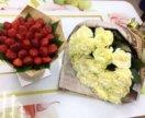 Букет роз, клубника
