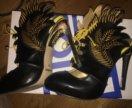 Туфли в виде крыльев