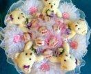 Букет из конфет (рафаэлло) и игрушками