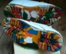 Ботинки с яркой подошвой