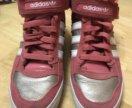Продам новые кроссовки Адидас женские