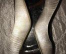 Туфли серебристые на каблуке б/у