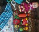 Детские игрушки и слюнявчики