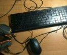 Клавиатура с мышью и наушниками