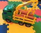 Большая машина-лесовоз