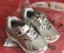 Кроссовки новые для девочки