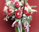 Розы в корзине, цветы с конфетами