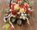 Цветы с конфетами, розы в корзине