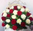 Розы в корзине с зеленью спб