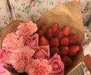 Набор из клубники и цветов