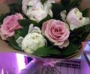 Пионы и розы в букете