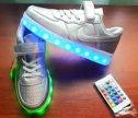 Светящиеся кроссовки серебро детские
