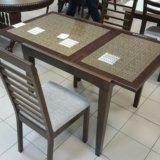 Стол из бука со стеклом. Фото 1.
