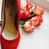 Красные туфли. Фото 1.
