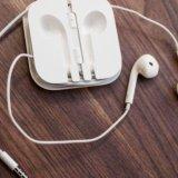 Наушники earpods. Фото 1.