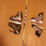 Клюшка и коньки. Фото 1.