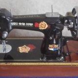Швейная машинка bee. Фото 1.