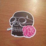 Наклейка черепа с розой. Фото 1. Санкт-Петербург.