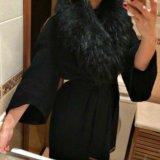 Шерстяное пальто с меховым воротником. Фото 1.