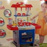 Игрушечная детская кухня с посудой. Фото 1.