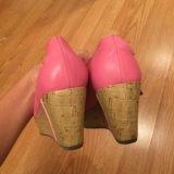 Розовые туфли на танкетке. Фото 3.