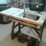 Промышленная швейная машина. Фото 1.