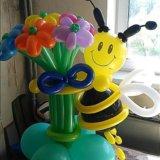 Пчелка с букетом из воздушных шариков. Фото 4.