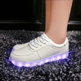 Neo-кроссовки со святящейся подошвой. Фото 1.