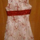 Нарядное белое платье с красным бантом. Фото 3.