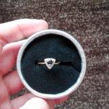 Продам золотое кольцо с сапфиром. Фото 1.