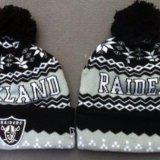 Зимняя шапка с логотипом клуба raiders. Фото 1.