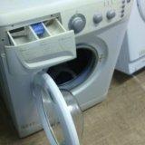 Узкая стиральная машин   whirlpool. Фото 1.