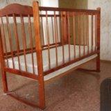 Детская кроватка с матрацем. Фото 1.