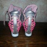Кроссовки на каблуках. Фото 2.