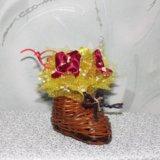 Цветочная композиция в плетеном сапожке. Фото 1. Москва.
