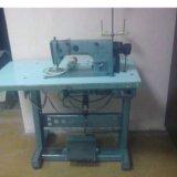 Производственная швейная машинка. Фото 1.