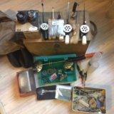Ящик, сапоги и снасти для зимней рыбалки и эхолот. Фото 2.