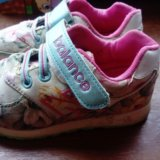 Кроссовки на девочку. Фото 1. Астрахань.