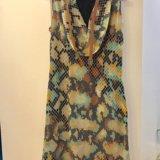 Атласное платье с поясом. Фото 1.