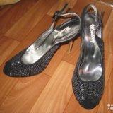 Отдам новые красивые туфельки. Фото 1.