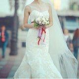 Свадебное платье oleg cassini со шлейфом. Фото 4.